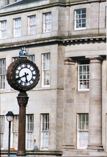 Clock at the top of Leith Walk